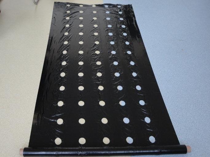 Чёрная плёнка для рассады 134